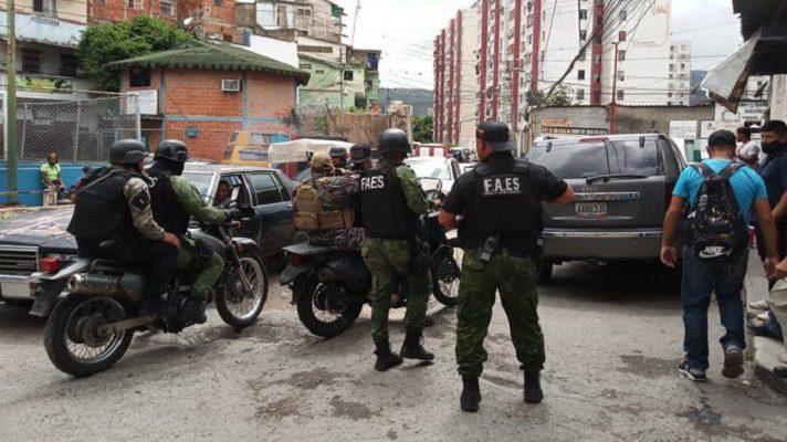 El operativo efectuado este sábado en La Vega se hizo con violencia y también con detenciones arbitrarias, por parte de los organismos de seguridad de Nicolás Maduro.