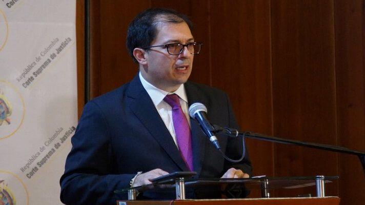 El Fiscal General de Colombia, Francisco Barbosa, anunció el inicio de una ofensiva contra las disidencias del frente décimo de las Farc. Las mismas operan en la frontera entre Colombia y Venezuela.