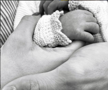 Con esta foto en Instagram, Stefanía Fernández anunció la llegada de su hijo.