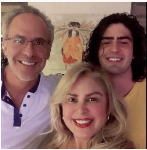 Carolina Perpetuo con su esposo e hijo. Foto Instagram