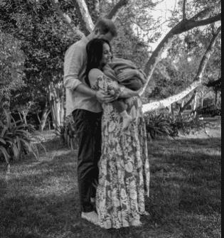 Esta fue la foto con que anunciaron el embarazo de Lilibet. Foto Instagram