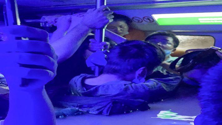 metro-con-el-agua-hasta-el-cuello-torrenciales-lluvias-dejan-al-menos-16-muertos-en-china