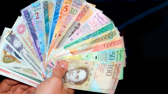 Dicen que a la tercera va la vencida. Por eso, el Banco Central de Venezuela estaría preparando una nueva reconversión monetaria para restarle seis ceros al bolívar. Y, en efecto, sería la tercera en 20 años de chavismo, de las cuales, dos serían autoría de Nicolás Maduro.