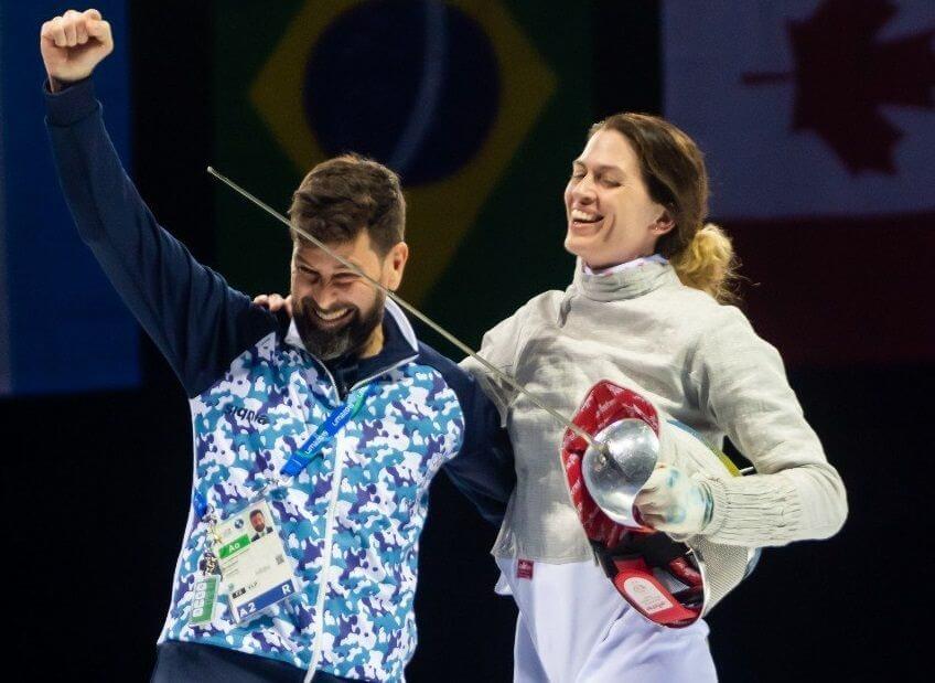 Esgrimista y su entrenador protagonizan pedida de mano OLÍMPICA en Tokio