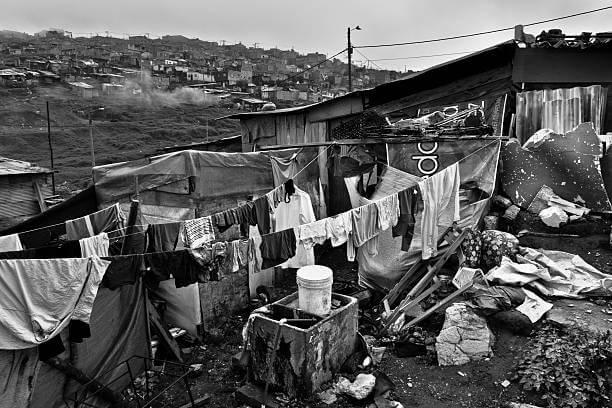 Desplazados en Colombia se ubican en las periferias de las grandes ciudades, después de huir de la violencia en sus regiones.