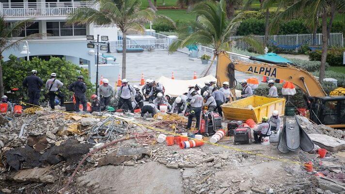 Tras 15 horas paradas, las autoridades informaron sobre la reanudación de los servicios de rescate y búsqueda de supervivientes entre los escombros del Champlain Towers, en Miami-Dade, Estados Unidos.