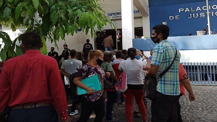 La Comisión para la Revolución del Sistema Judicial liberó a más de 500 peronas detenidas en comisarías de varios estados del país. La ONG Una Ventana a la Libertad informó que gran parte de los liberados tiene medidas cautelares.