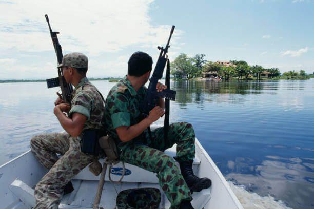 Militares colombianos se enfrentan a grupos delincuenciales en Norte de Santander y Nariño