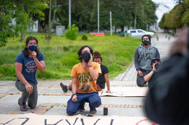 Jóvenes manifestantes durante Paro Nacional de mayo-junio de 2021 en Colombia
