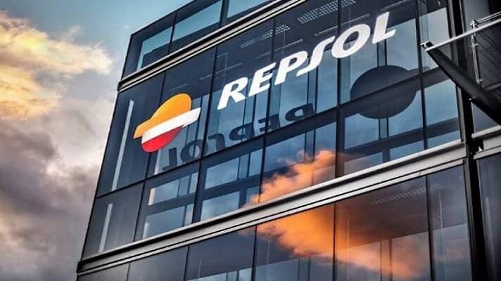 La petrolera española Repsol decidió permanecer en Venezuela. La medida se anuncia casi un año después de que el gobierno de Pedro Sánchez, estaba pensando en ordenar que la empresa abandonara el país. Esto, debido a la sotuación económica y social y también por las sanciones impuestas por los Estados Unidos.