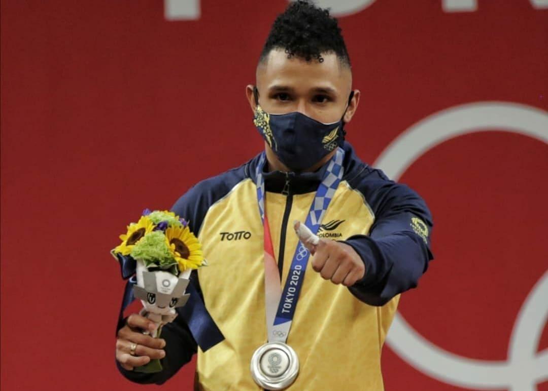 Primera medalla de oro de Colombia la gana en levantamiento de pesas