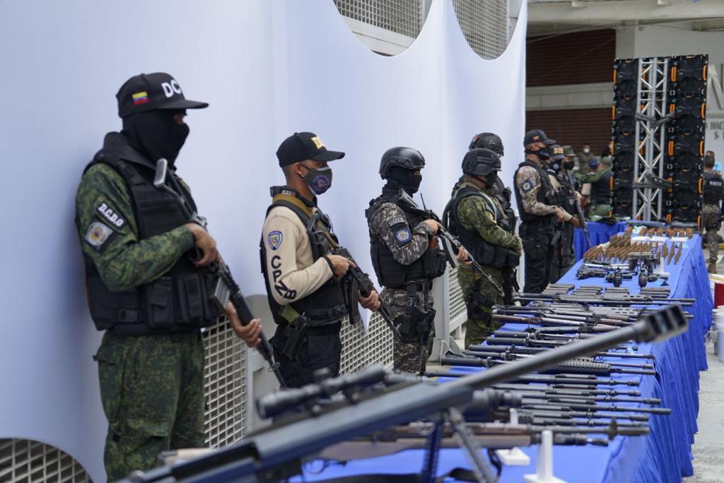 Incautaron un arsenal de guerra en la Cota 905: había armas de Colombia y EE .UU. - Impacto Venezuela
