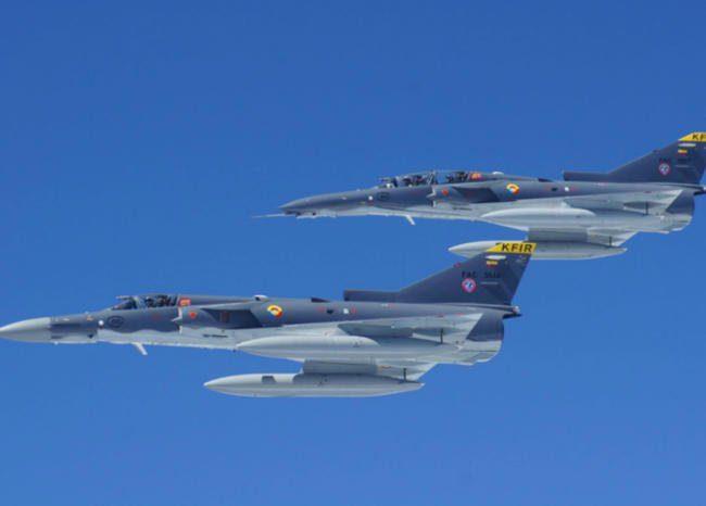 Aviones de combate llegan a Colombia para actualizar a pilotos en tácticas de guerra