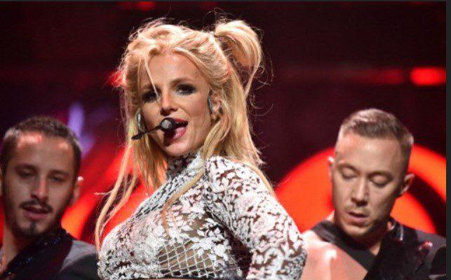 Britney se olvida de sus líos legales y se destapa
