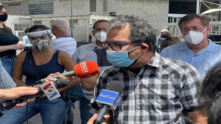 Un grupo de activstas, representantes de ONG y defensores de Derechos Humanos se congregó este sábado en los alrededores del Sebin. La cita era en Plaza Venezuela. El objetivo estaba claro: