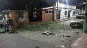 azotados-en-colombia-por-el-eln-ataque-con-explosivos-a-estacion-de-policia-en-santander-deja-dos-heridos