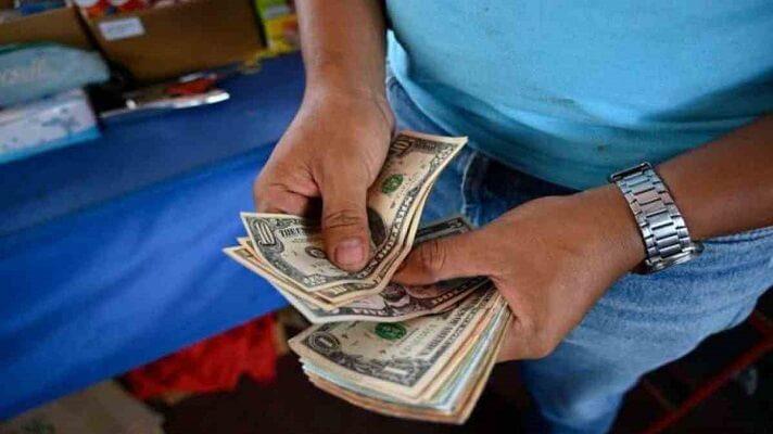 Al dólar paralelo le falta muy poco para llegar a los 4.000.000 de bolívares, conviertiéndose así en la peor pesadilla de los venezolanos.
