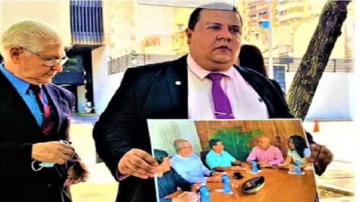 """El 30 de junio de 2021, Javier Tarazona, director de FundaRedes, acudió ante la Fiscalía Genera. Lo hizo para solicitar que se investigue """"la relación de altos funcionarios que han ejercido el poder en Venezuela, tanto militares como civiles"""", con altos mandos de la guerrilla."""