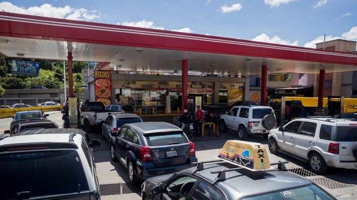 A un año del recrudecimiento de la escasez de gasolina en el país, Caracas es la ciudad