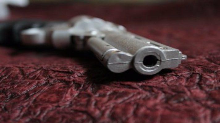 en-colombia-una-nina-de-7-anos-manipulo-un-arma-que-encontro-en-su-casa-y-esto-fue-lo-que-ocurrio