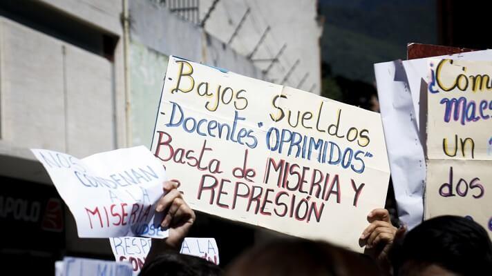 Los maestros venezolanos están firmes en su decisión de no volver a clases en octubre, si no les garantizan su salud y la de los alumnos. La advertencia la hizo la Federación Venezolana de Maestros, ante el anuncio de Nicolás Maduro de que en ocutubre habrá un retorno a las aulas