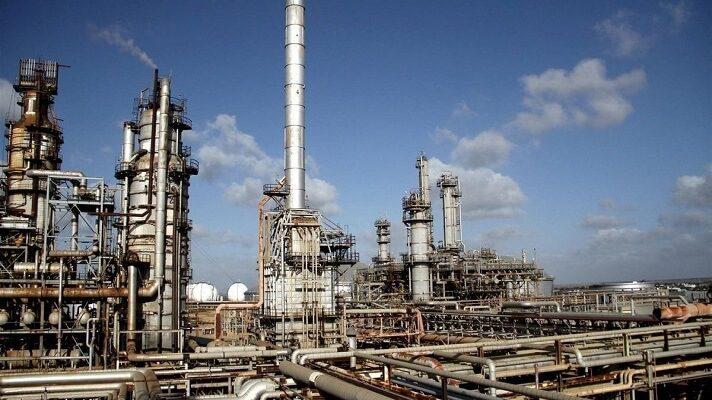 Otra vez, la refinería Cardón está paralizada. Trabajadores de la empresa, que pidieron el anonimat,o informaron que la parada ocurre desde el 3 de junio. Y, nuevamente, la promesa del ministro Tarek El Aissani, acerca de que se acabarían las colas por la gasolina, queda en puras palabras.