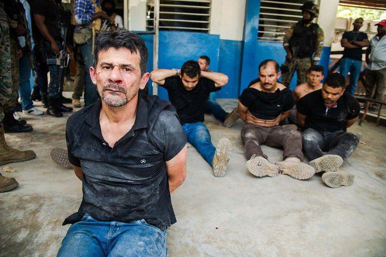 Colombianos detenidos por la policía haitiana bajo sospecha de haber matado al presidente Moise
