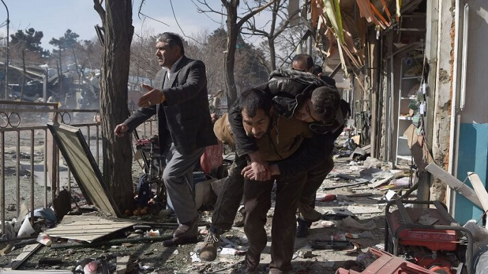 Al menos 85 personas murieron, entre ellas 13 soldados estadounidenses, en el doble atentado suicida reivindicado por el grupo yihadista Estado Islámico (EI) en el aeropuerto de Kabul.