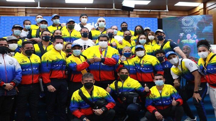 Como los hospitales, las escuelas o empresas públicas, las instalaciones deportivas en Venezuela se enfrentan al abandono y el deterioro. Los estadios o gimnasios son otra muestra de un país que parece caerse a pedazo. También vive sumergido entre la esperanza de ver mejoras y las promesas vacías.
