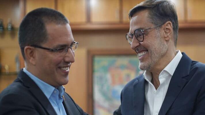 De los cambios que por Twitter anunció el jueves pasado Nicolás Maduro, el más sorpresivo es el de Jorge Arreaza. Tras permanecer desde el 2017 en uno de los ministerios más importantes para el chavismo, Arreza pasa al despacho de Industrias y en su lugar Maduro puso a quien erra embajador de Venezuela en China, Félix Plasencia.