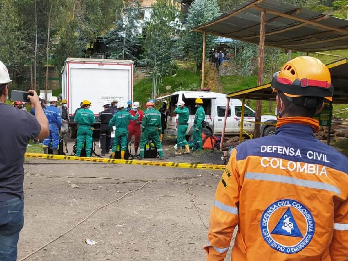 Rescatistas en Tópaga, Boyacá, tras rescate de muertos y heridos