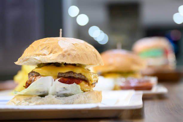 Demanda a McDonald´s por propaganda de hamburguesa con queso y nuggets