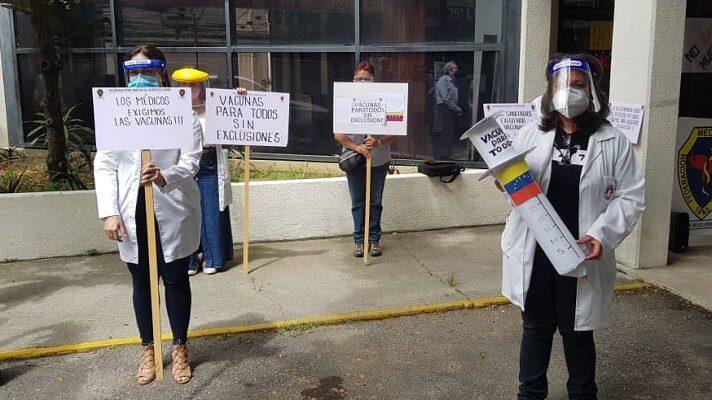 El presidente de la Federación Médica Venezolana (FMV), Douglas León Natera, denunció que los hospitales públicos están en ruina. Argumentó que desde hacemuchotiempono se les hacemantenimiento ni limpieza y sufren por la carencia de herramientas de trabajo e insumos.