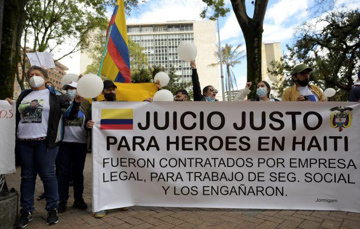 Plantón de familiares de exminitares colombianos detenidos en Haití, piden que se les respeten los derechos