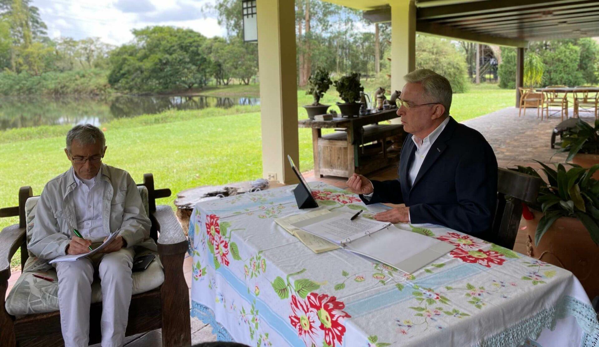 Álvaro Uribe habla ante la Comisión de la Verdad