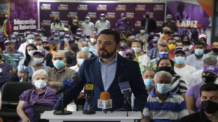 El dirigente Ismael León, anunció este viernes que declina en sus aspiraciones a la alcaldía de Caracas a favor de la propuesta de Antonio Ecarri.
