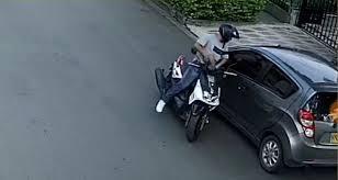 Asaltantes se hicieron pasar como integrantes de una caravana fúnebre, se bajaron de sus motos y robaron a varios transeúntes.