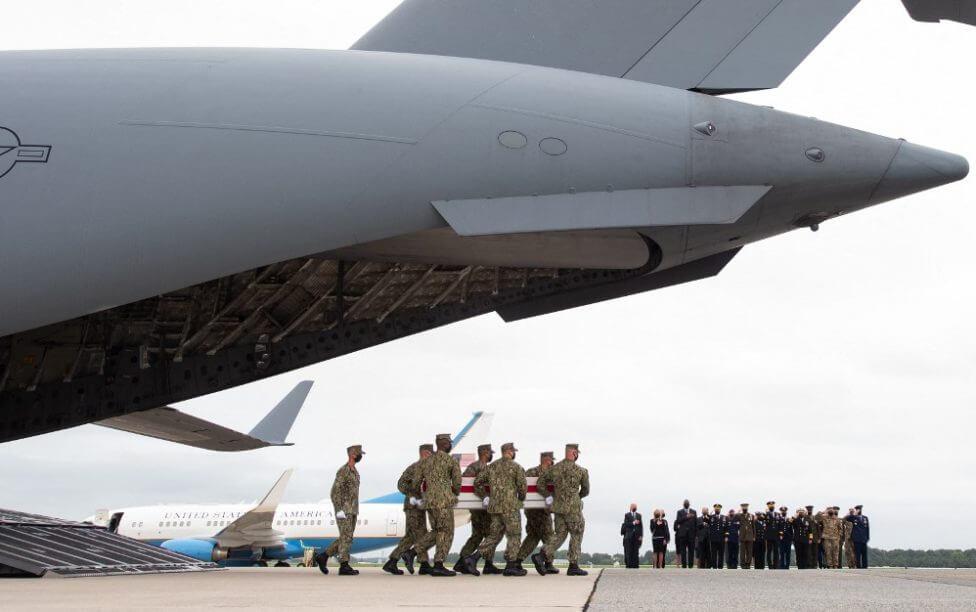 Llegan a EE.UU. los cuerpos de los 13 militares muertos en Kabul en atentado del estado Islámico