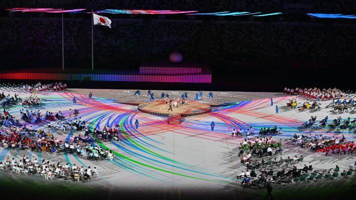 con-una-oda-de-colores-a-la-diversidad-la-llama-de-los-juegos-paralimpicos-2020-ilumina-el-cielo-de-tokio