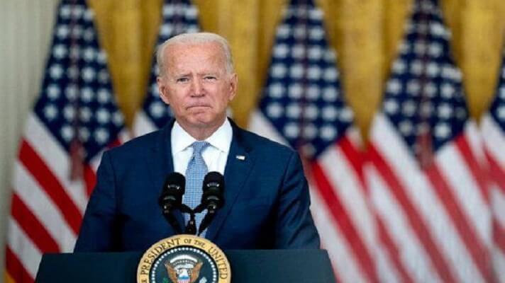 El presidente estadounidense, Joe Biden, afirmó este domingo que espera cumplir con la evacuación de Afganistán para el próximo 31 de agosto. Pero advirtió que podría extenderse dada la peligrosidad en aeropuerto de Kabul y el riesgo de ataques terroristas.