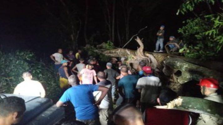lluvias-no-dejan-en-paz-a-venezuela-se-desborda-el-rio-la-trilla-e-inunda-localidades-de-ocumare-de-la-costa