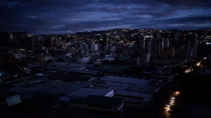 Pese a que el 23 de agosto, Corpoelec anunció que parte de Caracas entraría en el esquema de racionamiento de energía, como en otras entidades, este viernes, una funcionaria de la empresa negó tal especie.