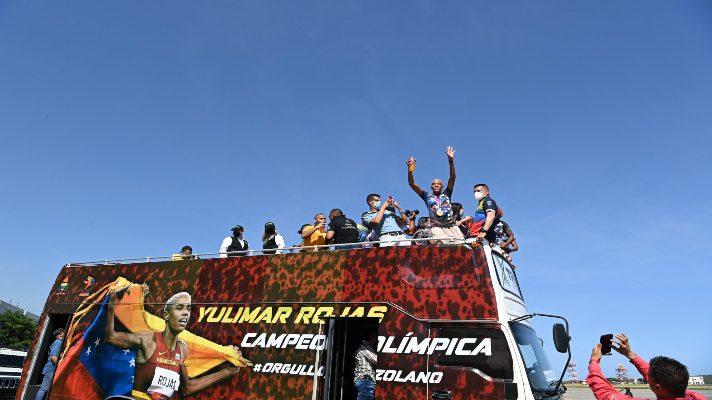 la-reina-del-salto-de-oro-yulimar-rojas-llego-a-venezuela-para-celebrar-sus-triunfos