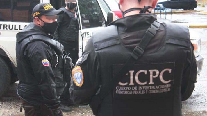 AWinder José Sanz de 32 años, lo atraparon funcionarios del Cuerpo de Investigaciones Científicas, Penales y Criminalísticas (Cicpc). Lo aprehendieron por ser presuntamente el autor material del asesinato deJavier José Nieves de 52 años.
