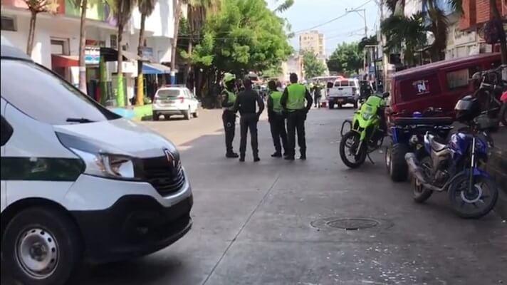 El cuerpo de Dureys Rubio, una venezolana de 28 años, permaneció por 12 horas tendido en la puerta de su casa. Los famimiliares tuvieron que esperar que las autoridades llegaran para hacer el levantamiento.