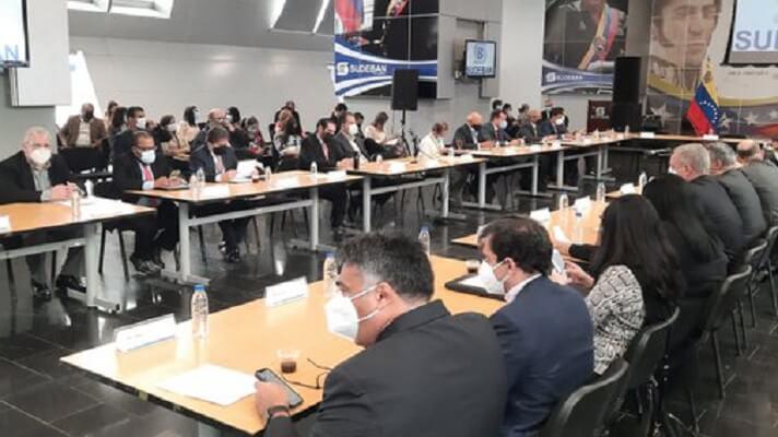 Representantes de la banca venezolana se reunieron este martes con las autoridades de la Superintendencia de Bancos (Sudeban). Lo hicieron con el objetivo de afinar detalles sobre la entrada en vigencia de la tercera reconversión monetaria de la era chavista, a partir del 1 de octubre.