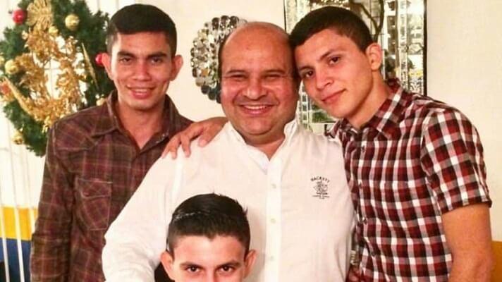 Franklin y Carlos Carreño, hijos del periodista Roland Carreño, quien este 26 de octubre cumplirá un año detenido, exigieron que se le otorgue la libertad.