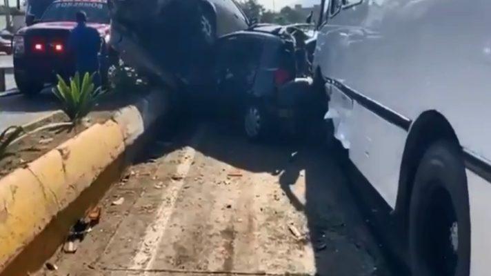 una-herida-deja-un-accidente-en-la-guaira-donde-un-encava-sin-frenos-impacto-a-13-vehiculos