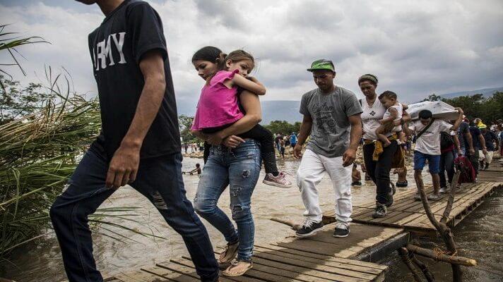 La coordinadora regional de Táchira, por Primero Justicia, Karim Vera, denunció que los venezolanos se enfrentan diariamente a humillaciones, vejaciones al cruzar por las trochas hacia Colombia y viceversa. Incluso son víctimas del hampa, debido a que los puentes internacionales permanecen cerrados.