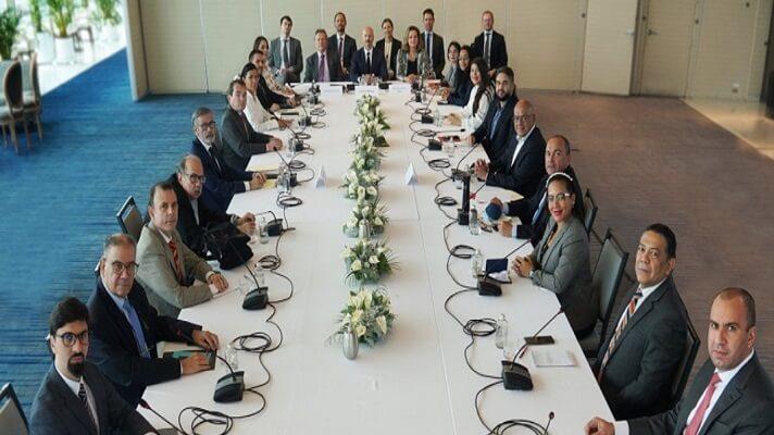 Representantes de la administración de Nicolás Maduro y de la oposición reanudan este viernes sus negociaciones en México. Lo hacen en medio de tensiones por la inminente extradición a Estados Unidos del empresario colombiano Alex Saab.
